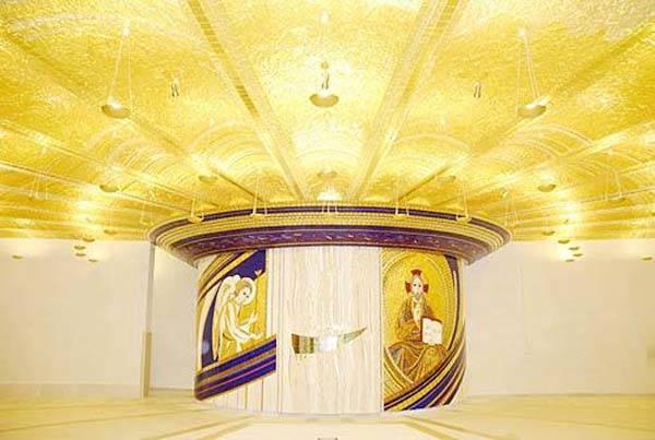 Una Cripta D Oro Per Padre Pio Fedeli In Protesta Contro I