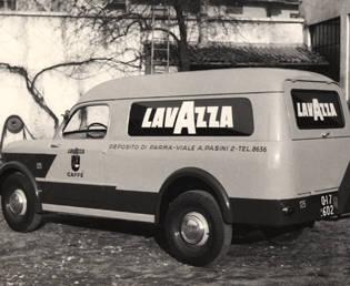 Maria Grazia Cucinotta Calendario Lavazza.Una Storia Italiana Tra Caffe E Creativita